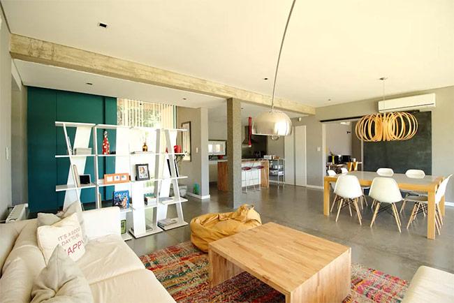 Đây là một giải pháp thay thế cho việc chia khu đất thành những gian phòng không có tường ngăn. Để có thể sử dụng các đồ nội thất cho từng mục đích khác nhau, mỗi khu vực đều tận dụng ánh sáng tự nhiên với các cách thiết kế riêng biệt.