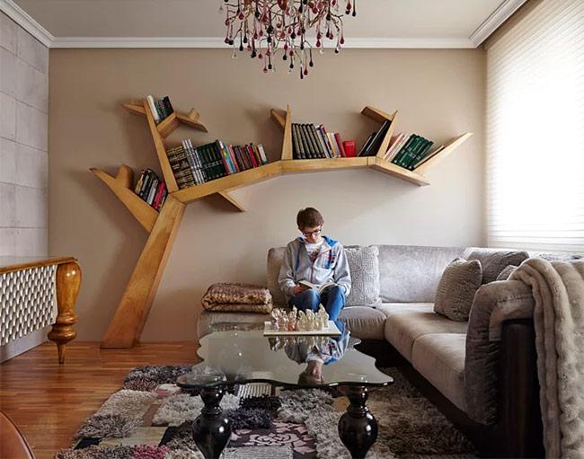 Khi đọc sách trở thành một thú vui, một mọt sách chính hiệu sẽ quên mọi thứ xung quanh. Vì thế, khá là cần thiết để tạo một không gian đặc biệt cho các bạn mọt sách không bị phân tâm. Một ghế sofa thoải mái và ánh sáng đầy đủ là điều kiện tiên quyết.