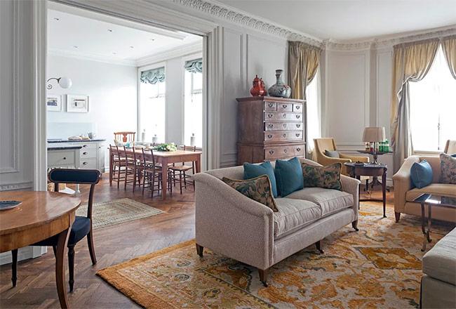 Bạn từng ao ước muốn đến nước Pháp nhưng chưa có cơ hội? Hãy thử lối thiết kế nội thất kiểu Pháp để tạm thỏa mãn cơn khao khát của trái tim bạn. Ở căn phòng này có sự pha trộn hoàn hảo giữa phong cách mộc mạc và cổ điển. Tuy đồ vật trông cũ kĩ nhưng chúng không lỗi thời chút nào.