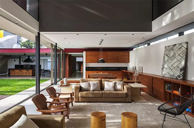 Các đồ nội thất xưa cũ vẫn là một sự kết hợp ăn ý với nội thất hiện đại nhưng bạn phải đảm bảo chúng có điểm tương đồng. Ví dụ ở hình này, các đệm ghế có cùng màu với nhau.