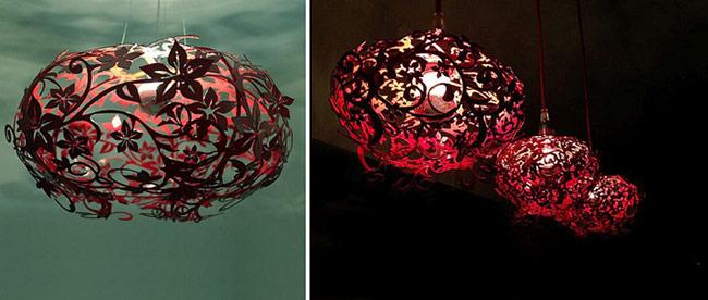 Chiếc đèn giống như một quả cầu lửa làm không gian trở nên ấm áp.