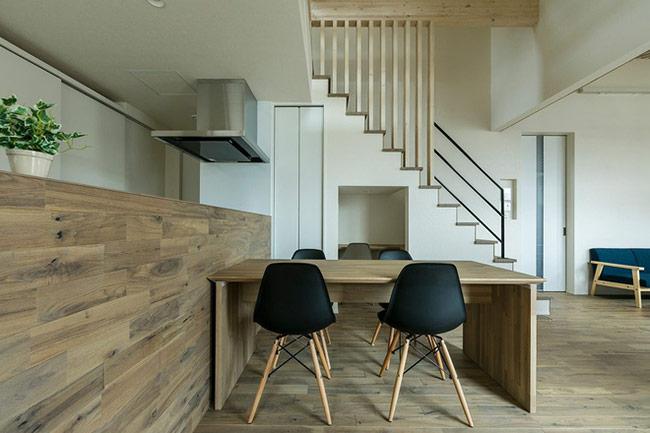 Chiều cao của bàn ăn hay ghế ngồi cũng cần được lưu ý để đảm bảo mọi người đều cảm thấy thoải mái khi dùng bữa.