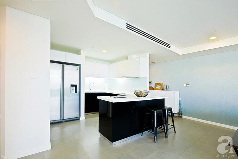 Bếp nấu được tận dụng khu vực phía sau phòng khách.