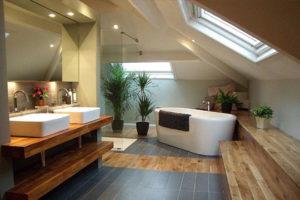Độc đáo với thiết kế phòng tắm gác mái