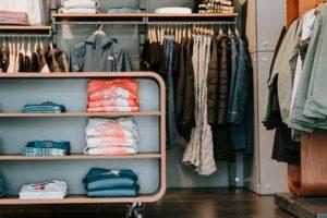 Mách bạn mẹo hay để sắp xếp tủ quần áo gọn gàng hơn hẳn