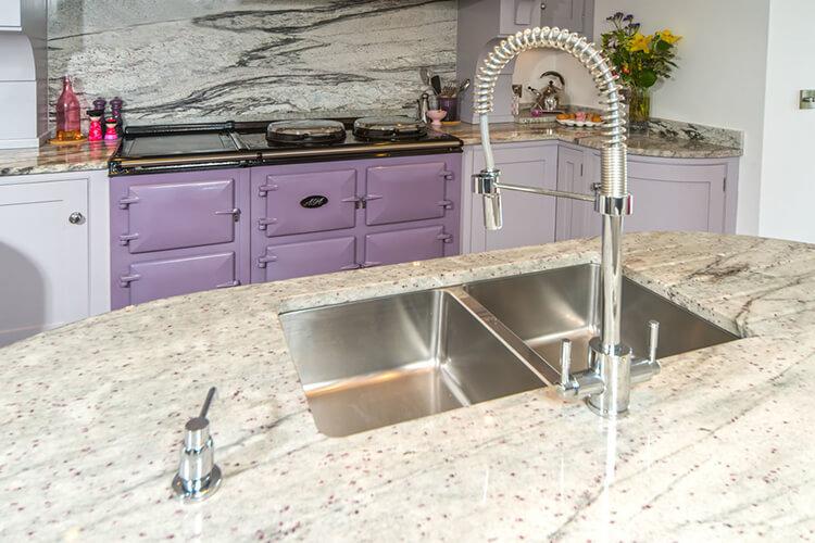 Làm sao để trang trí nội thất phòng bếp đẹp với màu tím?