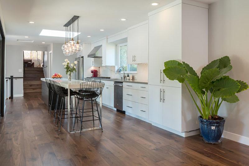 Với bất kỳ nhà bếp nào, việc lên kế hoạch cẩn thận là rất quan trọng, đặc biệt là khi không gian bị hạn chế, như ở trong bức hình trên