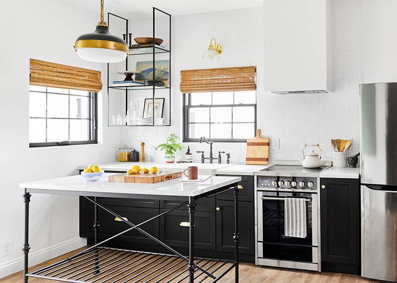 Mặc dù nhà bếp với tường đơn có diện tích nhỏ, nhưng điều đó không ngăn bạn sắm các thiết bị bạn muốn. Nhiều thiết bị nhà bếp hiện đại được thiết kế đặc biệt cho không gian nhỏ