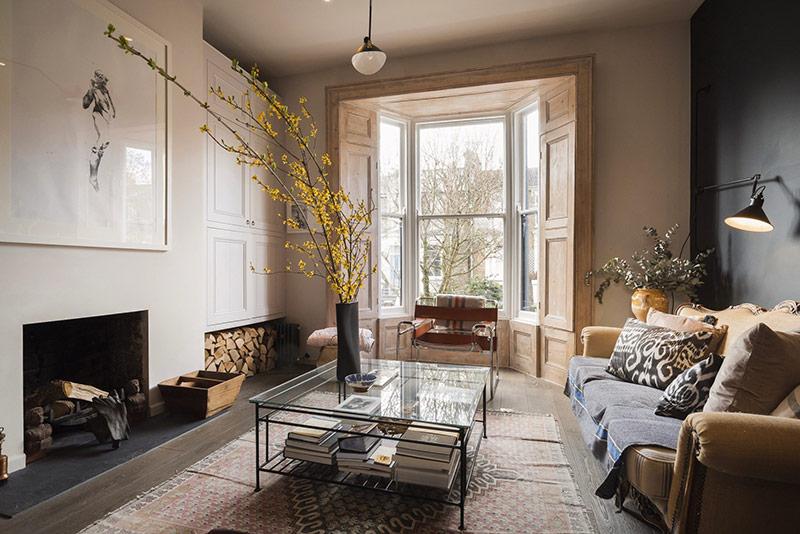 Chuẩn không gian sống kiểu Anh, phòng khách bao giờ cũng được trang hoàng chỉn chu, sang trọng và rộng rãi.
