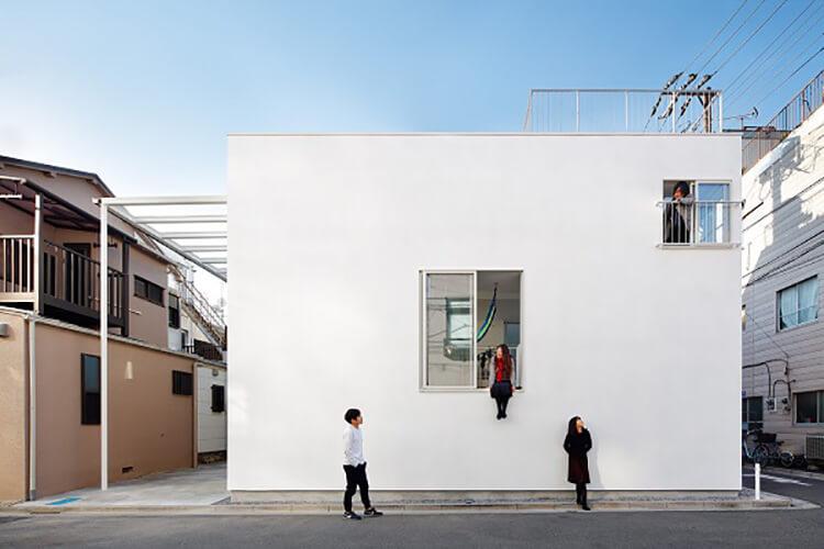 Khám phá ngôi nhà ban công ấn tượng tại Nhật Bản