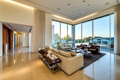 Bí quyết chọn cửa cho công trình thiết kế và thi công nội thất biệt thự chất lượng